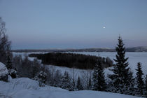 Moon over a frozen river von Intensivelight Panorama-Edition