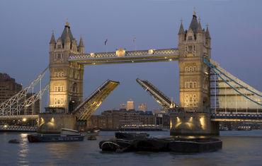 Tower-bridge-raised