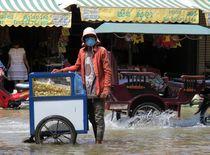 Water Man, Cambodia, Siem Reap von reisemonster
