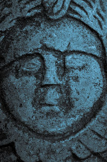Old stone face in blue von Lars Hallstrom