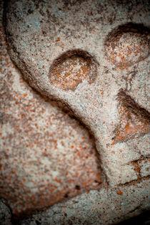 Stone skull by Lars Hallstrom