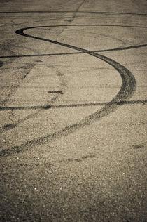 Empty street  by Lars Hallstrom