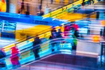Reisende auf der Rolltreppe von fraenks