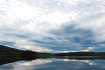 Clouds reflected in lake von Intensivelight Panorama-Edition