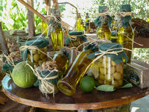 Oliven in bester Gesellschaft 1 by Pablo Paretti
