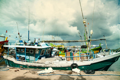Boat-on-the-mirissa-harbour