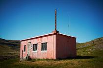 Rescue hut, Iceland von intothewide