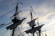 Setting sails on a tall ship von Intensivelight Panorama-Edition
