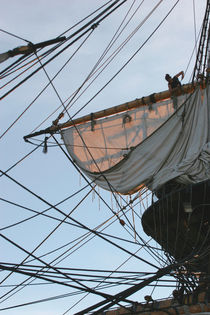 Sailor shortening sails on a tall ship von Intensivelight Panorama-Edition