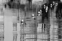 Buoys and reflections - monochrome von Intensivelight Panorama-Edition