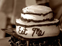 Alice's Eat Me Cake  von Trish Mistric