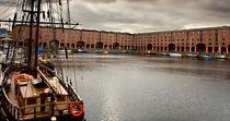 Old sailing ship at Albert Dock, Liverpool von illu