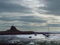 Lindisfarne Castle after a Shower von Roger Butler