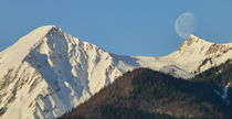 """moon kisses mountain"" von Thomas Heim"