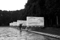 Im Regen am Denkmal by Bastian  Kienitz