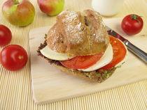 Roggenbrötchen mit Tomate und Mozzarella von Heike Rau