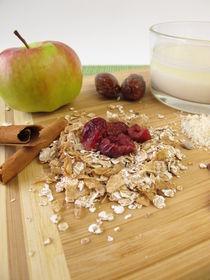 Frühstück mit Früchtemüsli und Mandelmilch von Heike Rau
