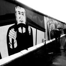 Hammer, Sichel, Regenschirm von Bastian  Kienitz