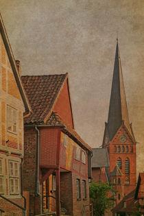 Kleinstadtidylle mit Kirchturm von pahit