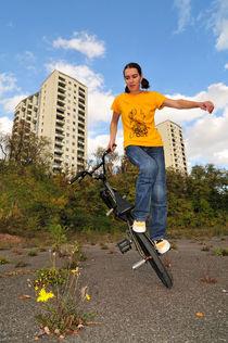 BMX Flatland in der Stadt mit Monika Hinz by Matthias Hauser