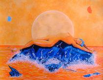 Bei Vollmond auf BlauemFels im Meer liegende Frau von jefroh