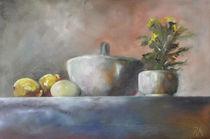 Stillleben mit Zitronen, Ei, Schalen und Blume von Rosel Marci