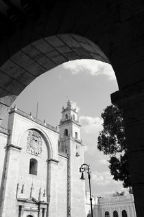 MERIDA CATHEDRAL BLACK AND WHITE Mexico von John Mitchell