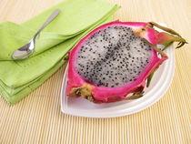 Obstmahlzeit mit Drachenfrucht by Heike Rau