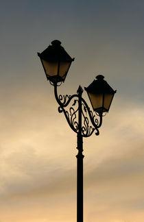 Lantern on the background sky  von Volodymyr Chaban