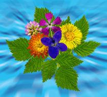 Blumenstrauss mit bunten Blumen auf blauem Hintergrund by Manfred Koch