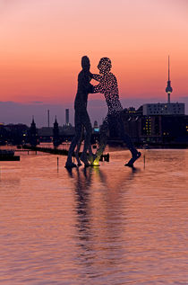 Berlin Molecule Men by topas images
