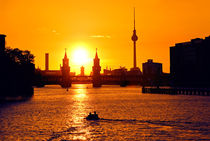 Berlin skyline bei Sonnenuntergang von topas images