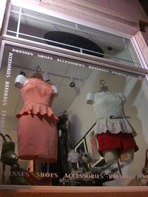 Outfits Under Glass von Guy  Ricketts