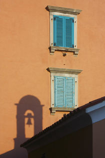 Windows and the shadow.  von Gordan Bakovic