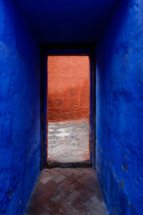 A Monasterio Santa Catalina doorway. by Tom Hanslien