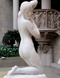 FEMALE BEAUTY IN SCULPTURE von Maks Erlikh