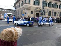 Am Karnevalsumzug in Deutschland von Olga Sander