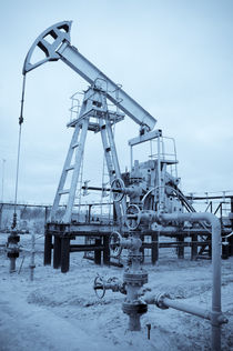 Pump jack and oilwell. von evgeny bashta