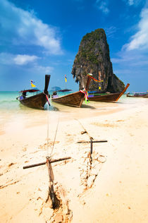 Boats At Tropical Beach. Thailand von perfectlazybones