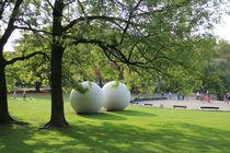 Kugeln unter Bäumen by Silke Bicker