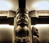 Native-indian-sculpture-in-museum-of-natural-history
