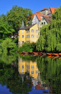 Hölderlinturm in Tübingen spiegelt sich im Neckar von Matthias Hauser