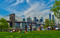 SPRIG RELAXATION UNDER BROOKLYN BRIDGE von Maks Erlikh