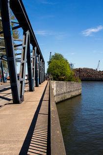 Fachwerkbrücke im Hafen - grider Bridge von kunertus