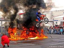 Feuerspringer, Stuntman, Motorradakrobatik von shark24