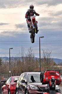 Motorrad-Akrobat, Stuntfahrer by shark24