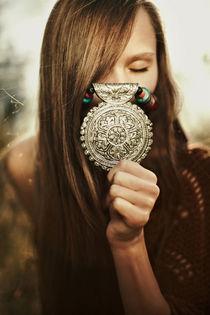 mysterious girl in forest von Vladimir Serov