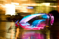 Leuchtendes e-Taxi, zooming  von chriscolinpix