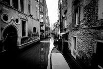 Through the Streets of Venice von Adrian Sandor
