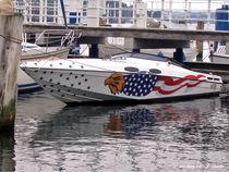Speedboot im Hafen, Wassersport von shark24